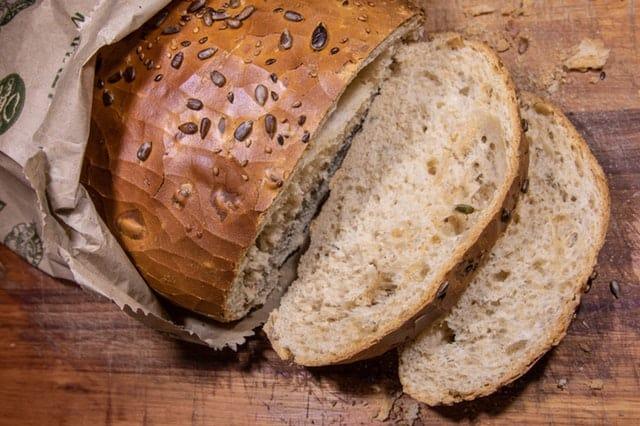Brood bevat gluten en kan problematisch zijn bij rosacea