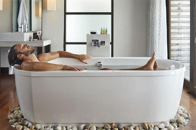 Eczeem behandeling door een bad met dode zeezout te nemen